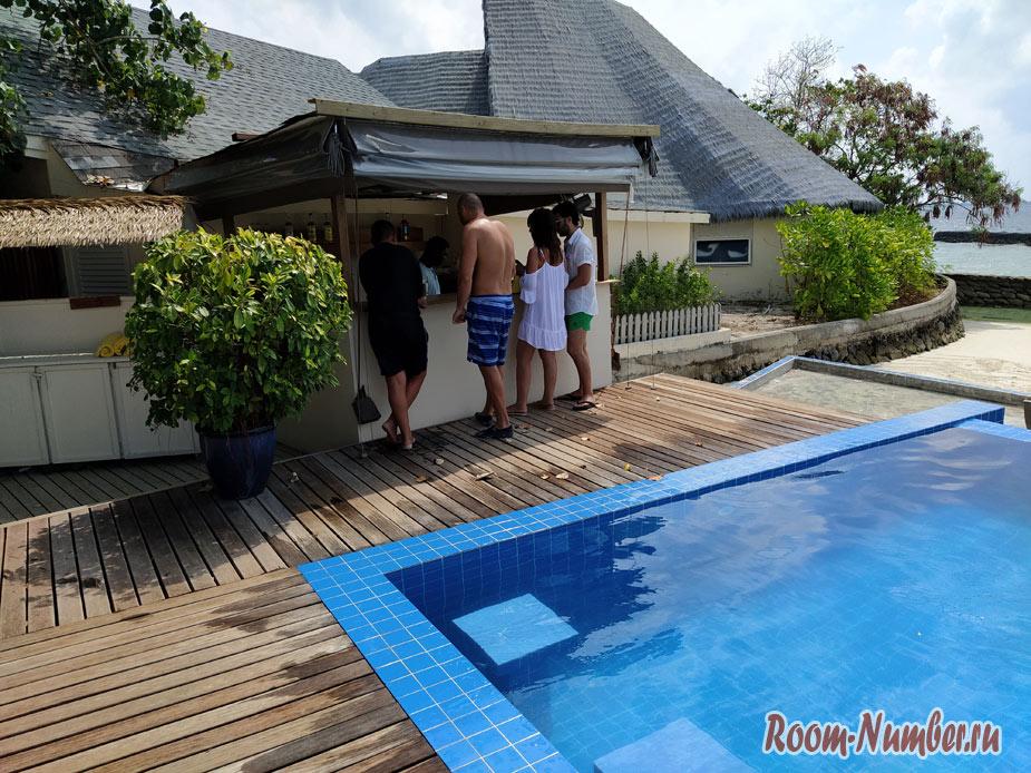 ostrov-centara-na-maldivah-14