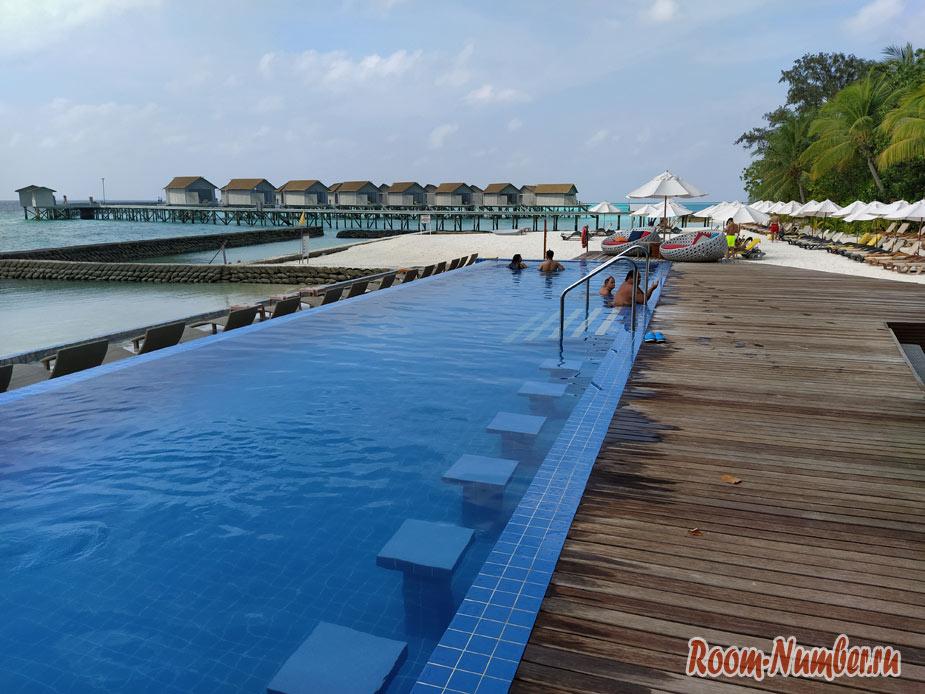 ostrov-centara-na-maldivah-15