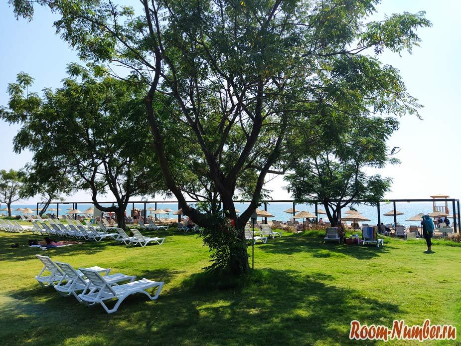 Городской пляж в Белеке (Belek Halk Plaji). Единственный проход к морю