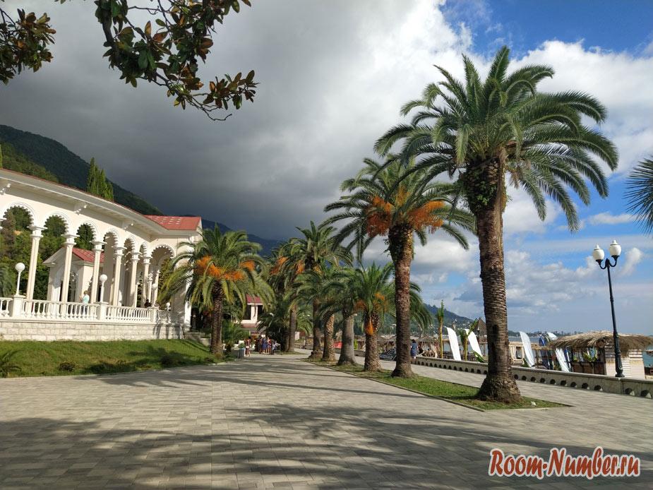Гагра, Абхазия 2021. Как сейчас выглядит курорт, какие пляжи и что ждёт на отдыхе